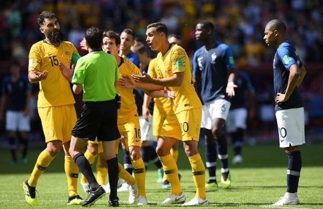 Os australianos protestaram contra o pênalti marcado pelo árbitro