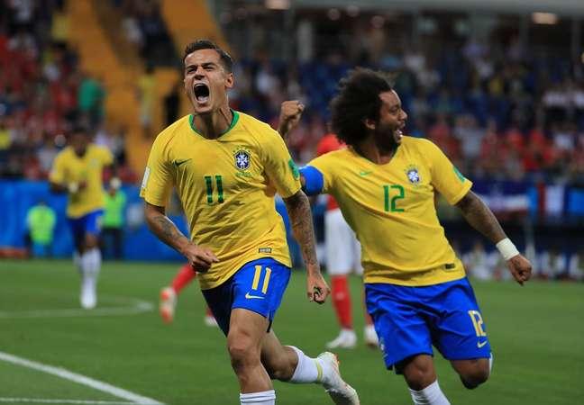 Coutinho e Marcelo comemoram gol do Brasil contra a Suíça