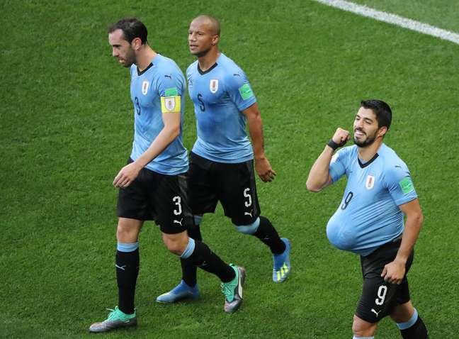 Suárez comemora o seu gol contra a Arábia Saudita pelo Grupo A da Copa do Mundo, homenageando sua mulher, que está grávida