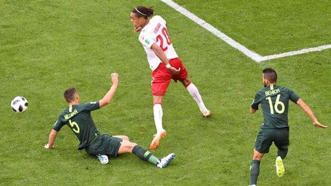 Dinamarca abriu o placar, mas Austrália empatou em cobrança de pênalti (Foto: AFP/EMMANUEL DUNAND)
