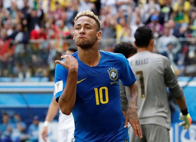 Neymar comemora gol contra a Costa Rica