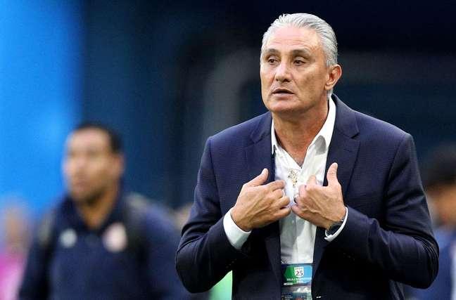 Técnico Tite reage a lance no jogo contra a Costa Rica