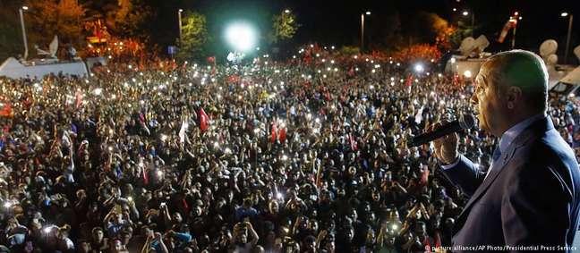 Erdogan fala a milhares de apoiadores em Istambul após a eleição