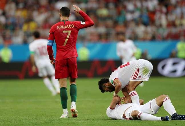 Cristiano Ronaldo reage após cometer falta