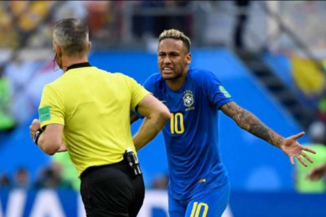 Pênalti em Neymar foi o primeiro anulado pelo VAR na Copa