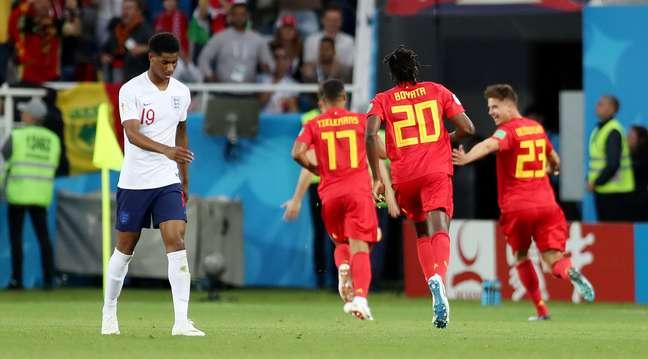 Januzaj abre o placar para a Bélgica sobre a Inglaterra