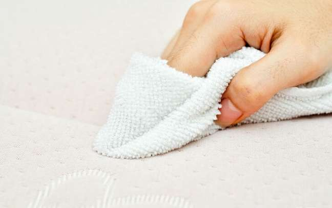 2. Como limpar cama box com vinagre e álcool