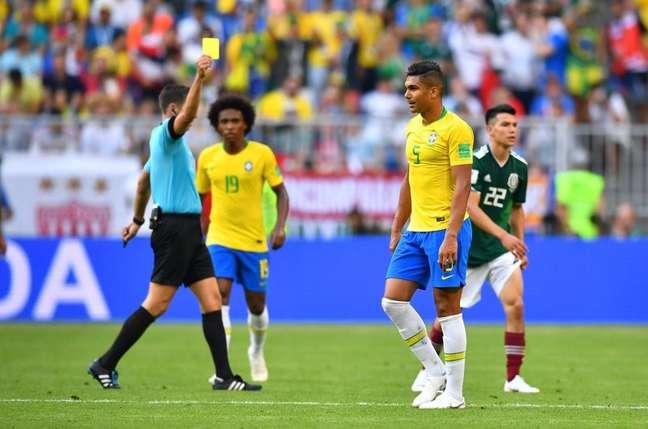 Casemiro recebe cartão amarelo em partida contra o México 02/07/2018  REUTERS/Dylan Martinez