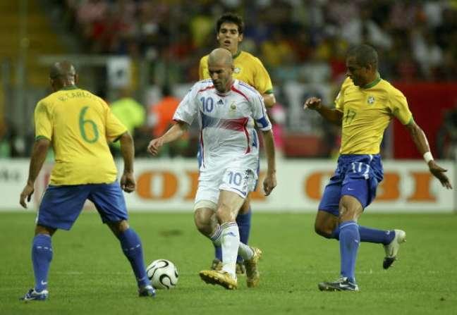 Zinedine Zidane em ação contra o Brasil na Copa de 2006