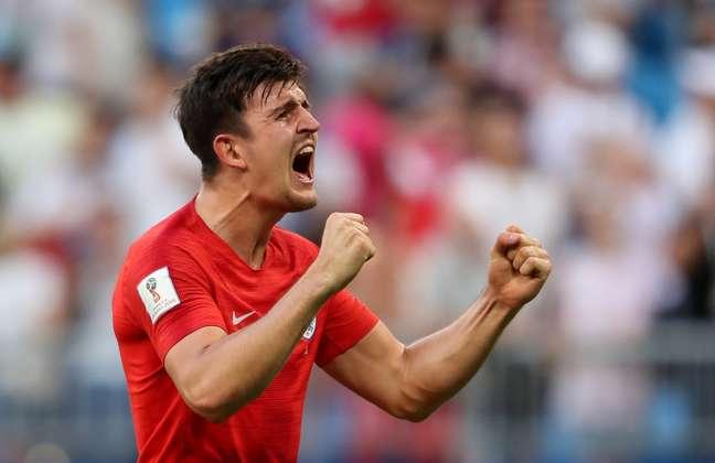 Autor de um dos gols, Maguire comemora a classificação após o jogo