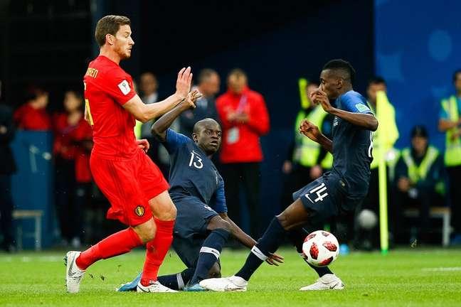 Vertonghen disputa a bola com Matuidi e Kante