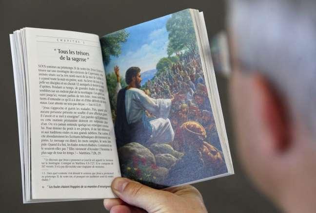 Na Europa, membros das Testemunhas de Jeová precisarão de permissão para coletar dados pessoais durante pregações feitas de porta em porta