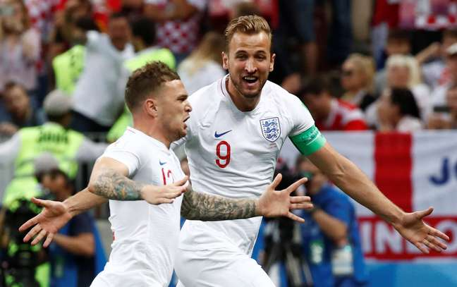 Trippier e Kane comemoram o primeiro gol da Inglaterra