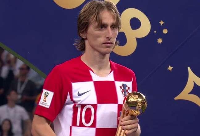 Modric recebeu o prêmio de melhor jogador da Copa do Mundo (Foto: Reprodução)