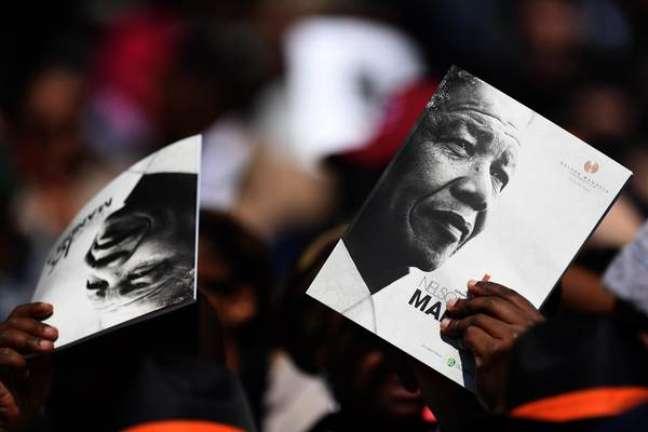 Público em discurso de Barack Obama sobre Nelson Mandela, em Johanesburgo