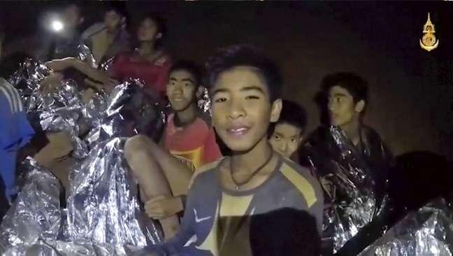 Fotos mostram meninos resgatados de caverna na Tailândia - O grupo chegou a receber treinamento para mergulho, mas os socorristas afirmaram que não pretendiam se precipitar com a retirada dos meninos