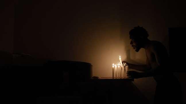 Moradores ficaram dias sem eletricidade após uma forte chuva no Rio no fim do ano