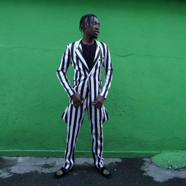 Refugiados trazem para o Brasil os trajes africanos de estampas marcantes e cores fortes