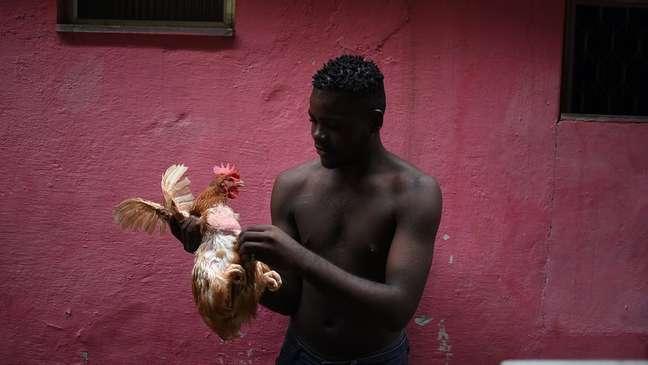 Cerca de 50 famílias de congoleses moram no bairro Cinco Bocas e costumam se reunir nos fins de semana nos cultos de uma igreja evangélica