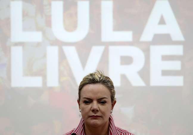 Procuradores da força-tarefa da Operação Lava Jato em Curitiba pediram à Justiça que a presidente do PT, senadora Gleisi Hoffmann, seja impedida de atuar como advogada de Luiz Inácio Lula da Silva