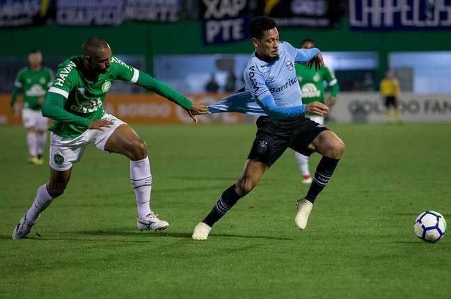 Hernane estava no Grêmio, mas já desembarcou em Recife para defender o Sport