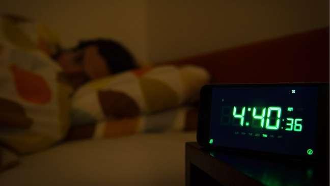 Há um horário ideal para tudo, inclusive para dormir e comer, diz pesquisador