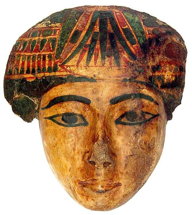Peça que pertencia ao sarcófago de uma mulher e integra a coleção egípcia do Museu Nacional