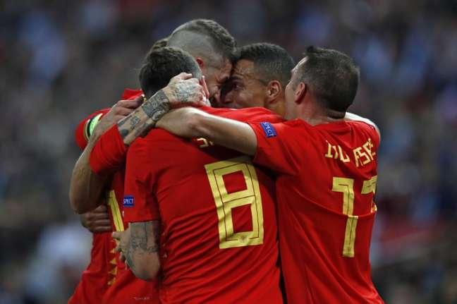 La Roja venceu de virada em partida muito disputada em Londres Foto: AFP)