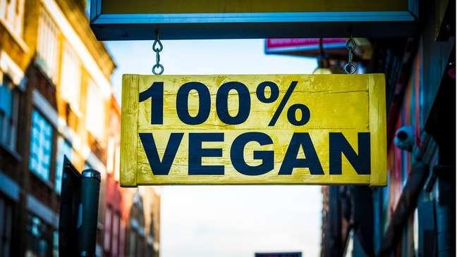 Um dos principais desafios dos adeptos do veganismo é descobrir se produtos alimentícios, como a maionese, tem elementos de origem animal