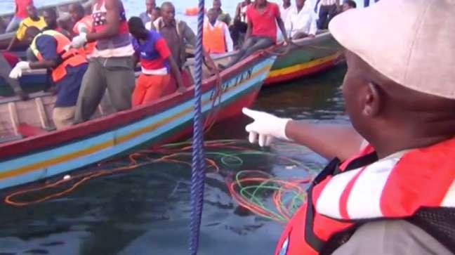 Equipes de resgate em local de naufrágio na Tanzânia 21/09/2018 Reuters TV/via Reuters