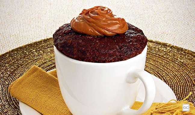 3. Bolo de caneca de chocolate e doce de leite: a combinação dessas duas delícias deixam tudo ainda melhor