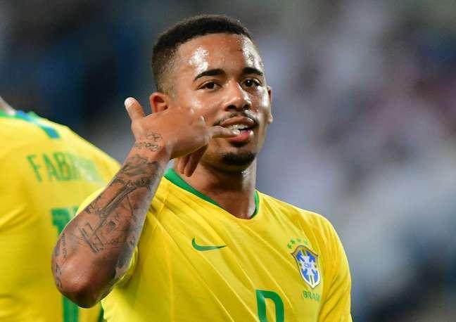Gabriel Jesus comemora gol pelo Brasil
