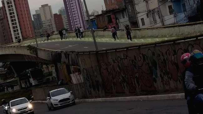 Moradora da favela de Heliópolis diz que fará caminho mais longo a partir de segunda para se sentir mais segura