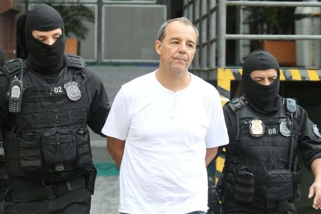O ex-governador do Rio de Janeiro, Sergio Cabral, é visto no IML de Curitiba, no final da tarde deste sábado (10), onde passou por exame de corpo delito