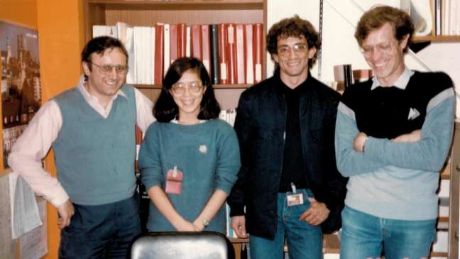 Liu Lin ao lado de outros cientistas brasileiros durante visita a acelerador de partículas nos EUA