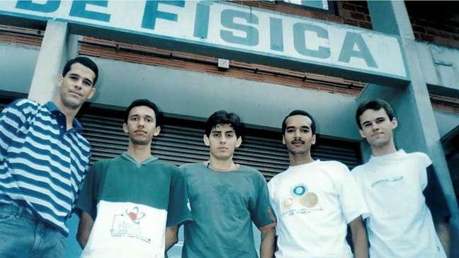 Narcizo Neto (à dir.) fez parte da primeira turma de física da Universidade Federal de Campina Grande, na Paraíba