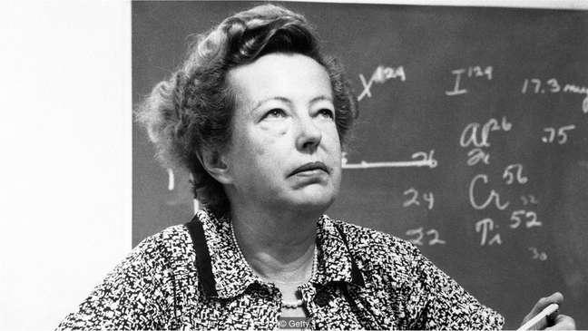 Sessenta anos depois de Marie Curie, Maria Goeppert-Mayer se tornou a segunda mulher a ganhar o Prêmio Nobel de Física, compartilhado com Hans D. Jenson e Eugene Wigner
