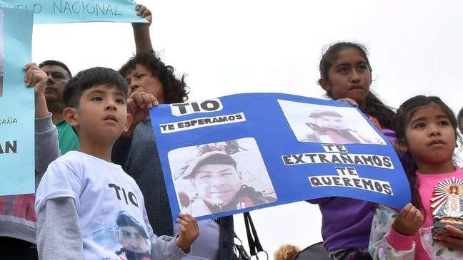 Familiares dos desaparecidos criticaram as operações de buscas pelo submarino