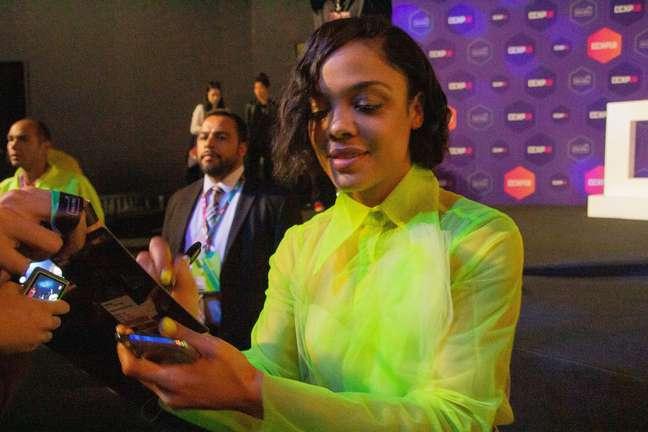 """Tessa Thompson, estrela do filme """"Creed 2"""", parou do u do painel da Warner na manhã deste go, 9a durante ante a CCXP 2018"""