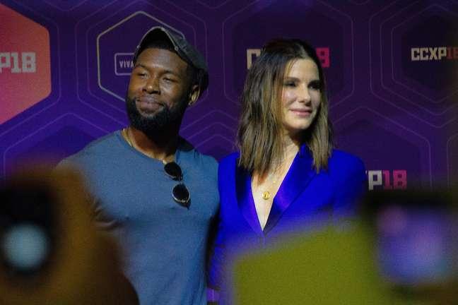 Os atores Sandra Bullock e Trevante Rhodes estiveram na tarde deste domingo, 09, na CCXP 2018 para participar do painel da Netflix e lançar o filme Bird Box