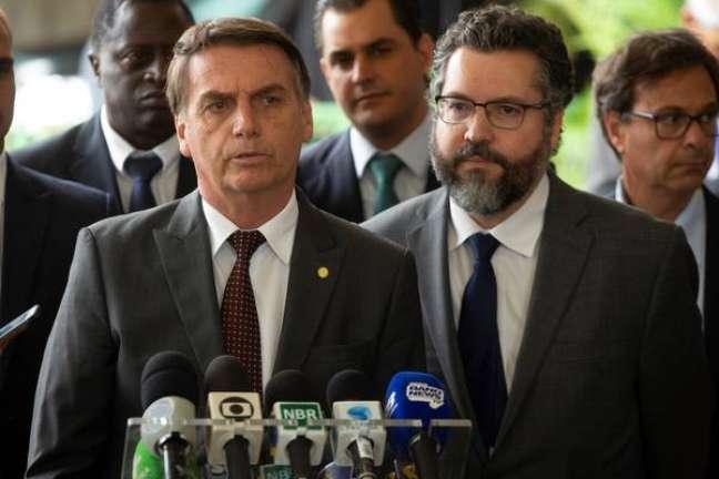 Bolsonaro com seu chanceler, Ernesto Araújo
