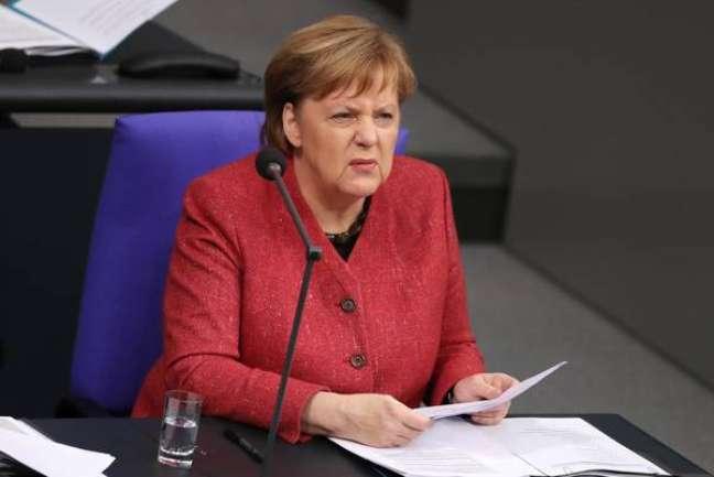 Merkel falou ao Parlamento alemão.