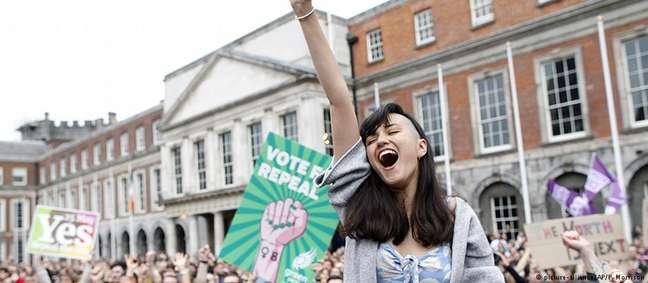 Em maio, 66,4% dos irlandeses votaram a favor do aborto num referendo sobre o fim da proibição no país
