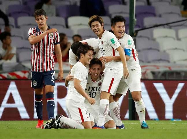 Hiroki Abe comemora o terceiro gol do Kashima contra o Chivas