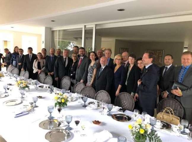 Futuro chanceler com embaixadores