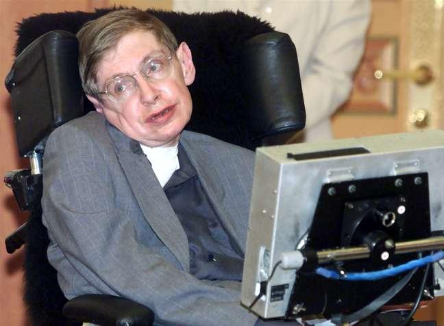 Stephen Hawking em evento em Seul, na Coreia do Sul, em 2000