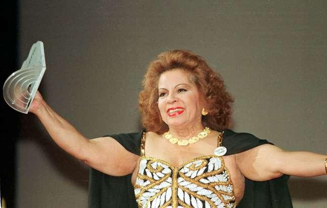 Angela Maria durante a cerimônia do Prêmio Sharp 1997, realizada no Teatro Municipal, no Rio de Janeiro