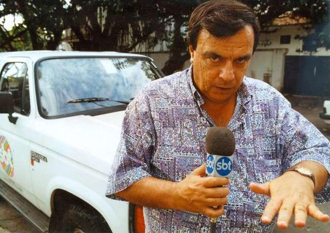 O jornalista e radialista Gil Gomes, durante reportagem para o programa 'Aqui e Agora', levado ao ar pelo Sistema Brasileiro de Televisão (SBT).