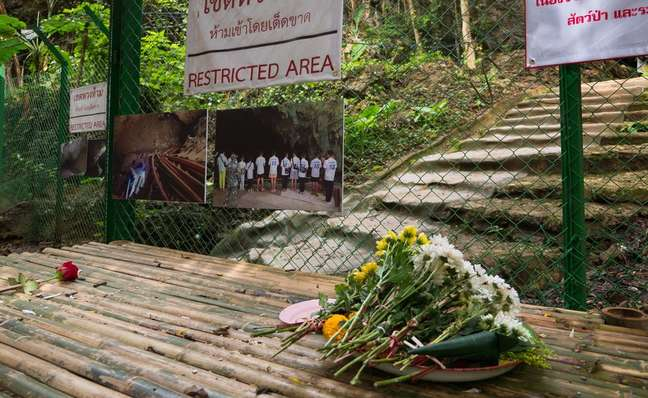A entrada do complexo de cavernas Tham Luang agora está fechada