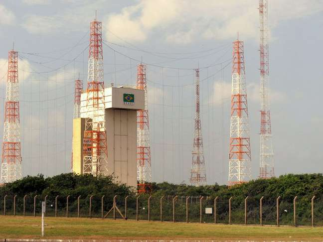 Na imagem, a torre de lançamento construída após o acidente de 2003, em foto de 2013